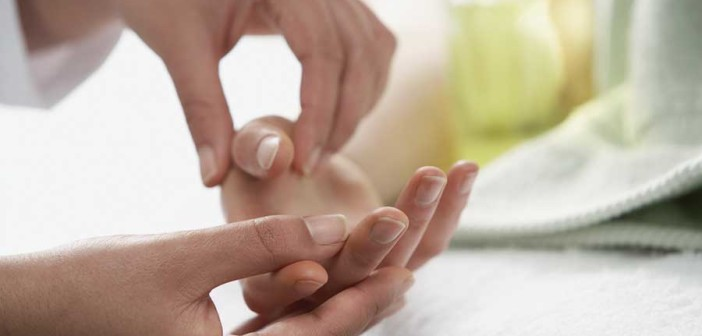 hand-massage-with-natural-oil